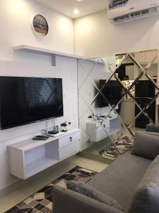 A television and/or entertainment centre at Atlanta Residence