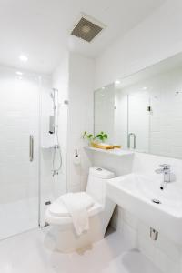 A bathroom at The Core Street By Stay Now