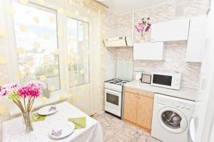 Кухня или мини-кухня в Сервисные Апартаменты на Белорусской