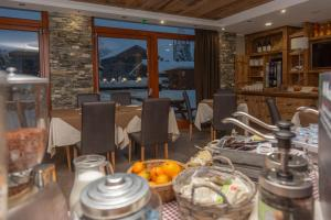 A restaurant or other place to eat at Hotel K2