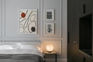 A bed or beds in a room at Bumblebee Luxury Apartments