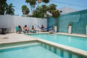 The swimming pool at or near Hotel & Suites Arges - Centro Chetumal