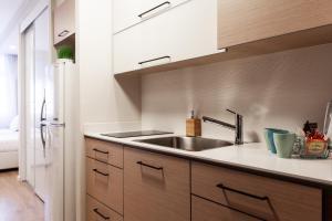 Küche/Küchenzeile in der Unterkunft Modern TLV