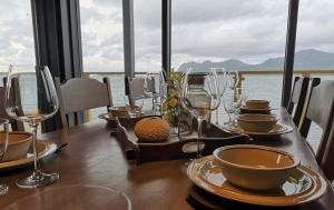 A restaurant or other place to eat at Hamn i Senja