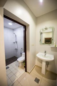 Um banheiro em Al Nakhla Aparthotel