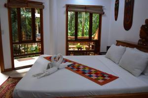 A bed or beds in a room at Nigi Nigi Nu Noos 'e' Nu Nu Noos