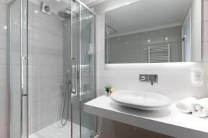 Ένα μπάνιο στο San Panteleimon