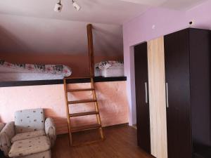 Двуетажно легло или двуетажни легла в стая в Къща Зорница