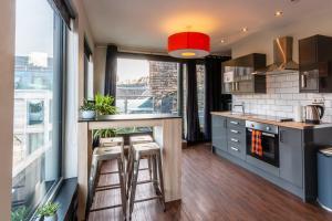 A kitchen or kitchenette at CoDE Co-Living – The LoFT - Edinburgh
