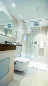 A bathroom at Blakemore Hyde Park