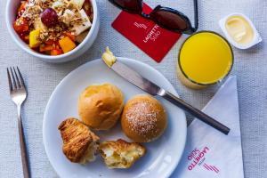 Opções de café da manhã disponíveis para hóspedes em Laghetto Stilo Barra Rio