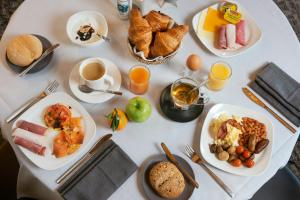 Завтрак для гостей Martin's Grand Hotel