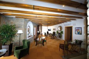 Un restaurante o sitio para comer en Hostal Palouet de Segarra