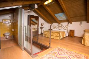 A bed or beds in a room at Agriturismo Villa Lupara