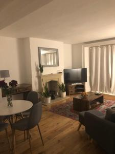 A seating area at 2 Bedroom Apartment close to Camden Town