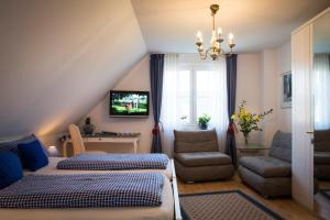 "A seating area at Gästehaus ""Haus am Hahnenberg"""