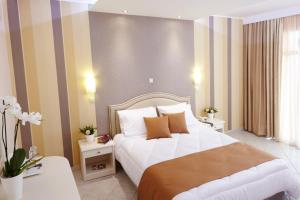 A bed or beds in a room at Alia Palace Hotel - Adults Only 16+