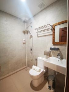A bathroom at Mclane Boutique Hotel