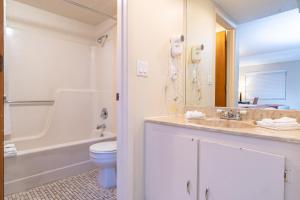 A bathroom at Sevilla Inn Kissimmee- Near Disney