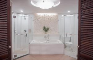 A bathroom at Boracay Mandarin Island Hotel