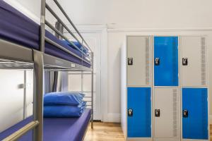 A bunk bed or bunk beds in a room at Secret Garden Backpackers, Sydney