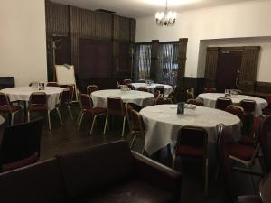 A restaurant or other place to eat at The Kings Arms Hotel