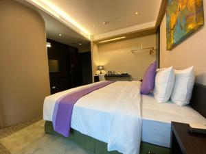A bed or beds in a room at Wallsun Hotel