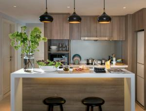A kitchen or kitchenette at Tianfu Square Serviced Suites by Lanson Place