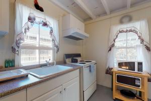 A kitchen or kitchenette at Brunswick Plain