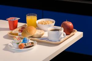 Breakfast options available to guests at ibis budget Dresden City