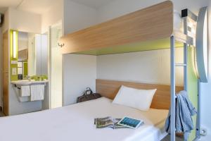A bed or beds in a room at ibis budget Düsseldorf Airport