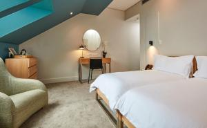 A bed or beds in a room at Victoria & Alfred Hotel