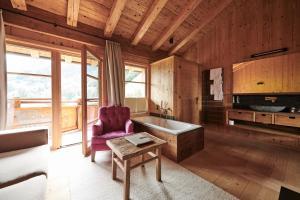 Ein Sitzbereich in der Unterkunft HochLeger - Chalet Refugium am Berg