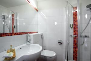 Ein Badezimmer in der Unterkunft Familienhotel Lagant