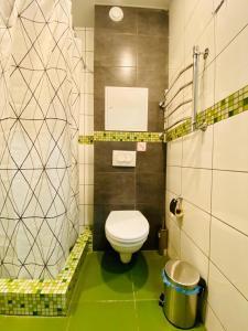 A bathroom at SUR Apart Lobnya