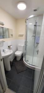 A bathroom at Palm Court