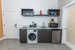 A kitchen or kitchenette at Oceanside Hotel and Suites