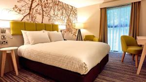 A bed or beds in a room at Holiday Inn Northampton West M1 Junc 16, an IHG Hotel