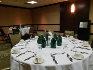 A restaurant or other place to eat at Holiday Inn Virginia Beach - Norfolk, an IHG Hotel