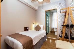 A bed or beds in a room at Arosfa Hotel London by Compass Hospitality