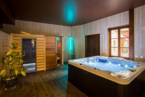 Spa and/or other wellness facilities at Hôtel & Spa Greuze