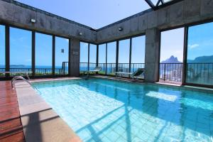 The swimming pool at or close to Tiffany's Ipanema 05MA