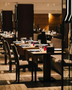 Um restaurante ou outro lugar para comer em Sea Breeze Resort&Residence