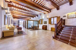 El vestíbulo o zona de recepción de Hotel Spa Convento Las Claras