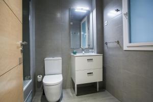 A bathroom at Gaudi Flats