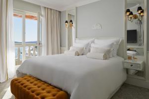 A bed or beds in a room at Palace Elisabeth, Hvar Heritage Hotel