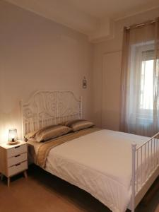A bed or beds in a room at B&B Le Rose