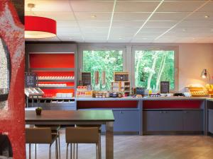 A restaurant or other place to eat at ibis Velizy Jouy-En-Josas