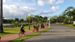 Катание на велосипеде по территории JR Hotel или окрестностям
