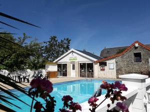 Het zwembad bij of vlak bij Camping Le Picard